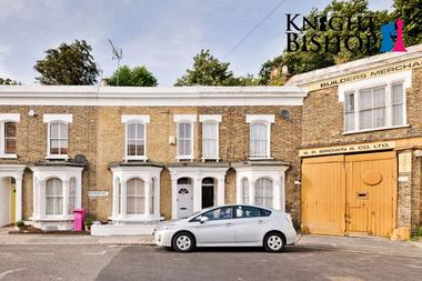 Four Double Bedrooms at Ropery Street, Bow, 4QH