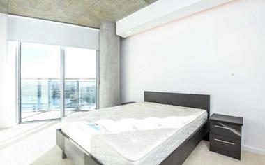 Luxury One Double Bedroom Apartment at Hoola West Tower, 1 Tidal Basin Road, Royal Docks, London, E16, 1US