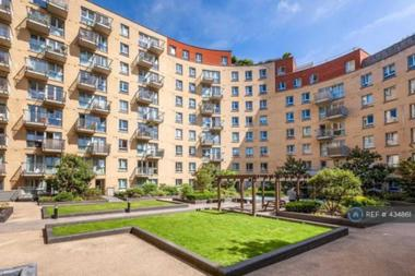 Beautiful 3 Bedroom 2 Bathroom apartment at Carronade Court, Eden Grove, Islington, N7, 8GP