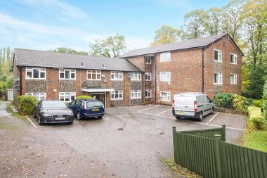 2 Double Bedroom Apartment at Park View, North Finchley, 9AJ