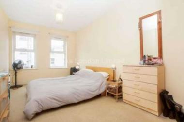 Recently refurbished at Chestnut Grove, Balham, SW12, 8JA