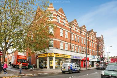 Beautifully presented two double bedroom flat at Prentis Road, Streatham, London SW16, 1XU