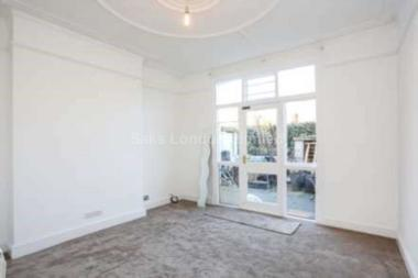 Double bedrooms at Drakefield Road, Tooting Bec, 8RT