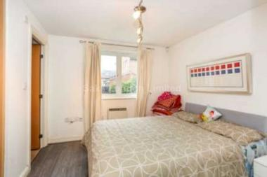 Double bedroom at Mandrake Rd, Tooting Bec, 7PJ