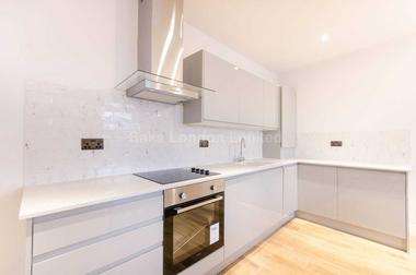 Spacious one bedroom flat at Huron Road, Tooting Bec, 8RE