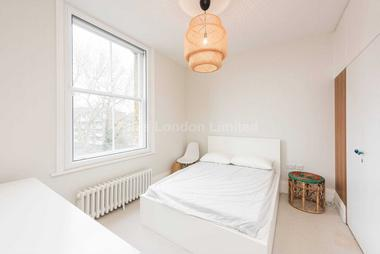 A bright modern, one bed flat at Huron Road, London, 8RE